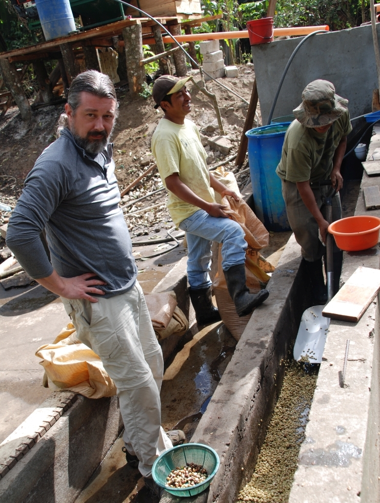 Visitors from Joe van Gogh came down to Guatemala to meet the farmers and see the new tanks