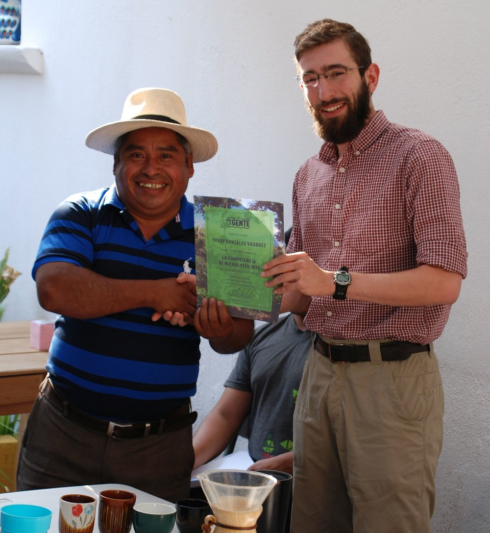 Fredy González Vásquez, the winner of De la Gente 2018 Microlot Competition, with Andy Feldman, DLG's Executive Director