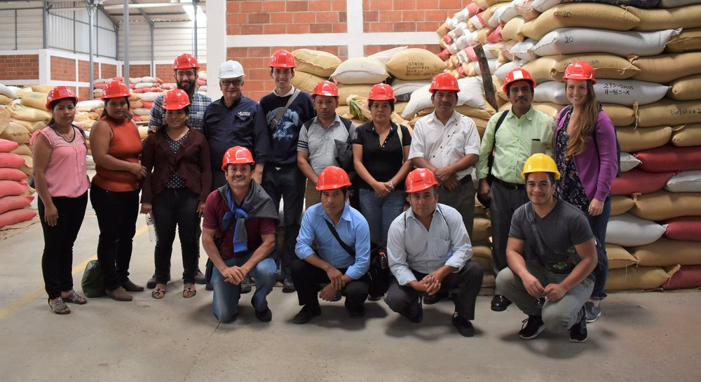 All participants of the Congress at Dinámica Crops' dry mill.