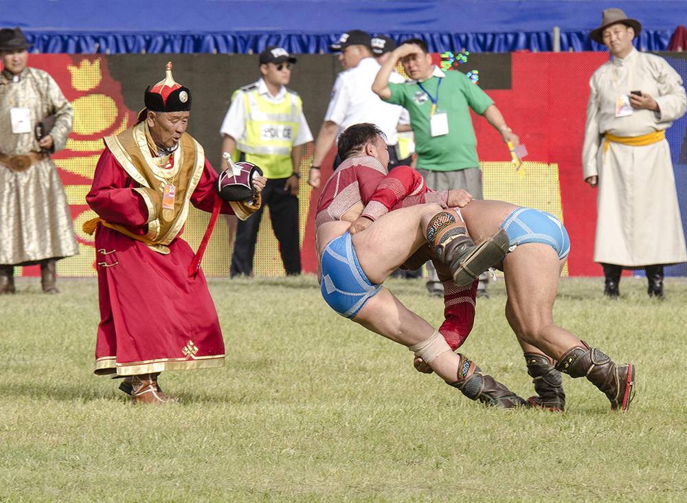 Naadam wresting in Ulaanbaatar 2013.jpg