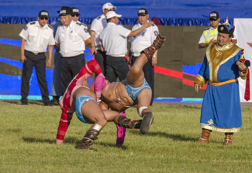 semi finals in the 2013 Naadam wrestling tournament.jpg