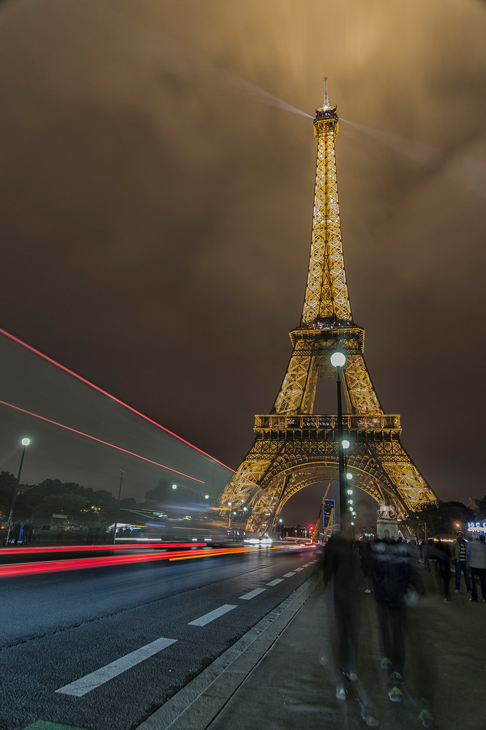 kp-eiffel-tower-and-streetscape-at-night_24-105mm.jpg