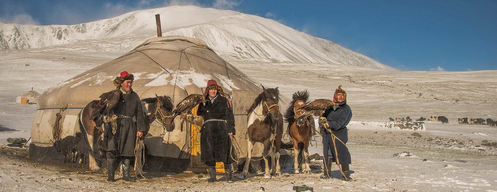 kazakh-eagle-hunters-in-snow-web-X4.jpg