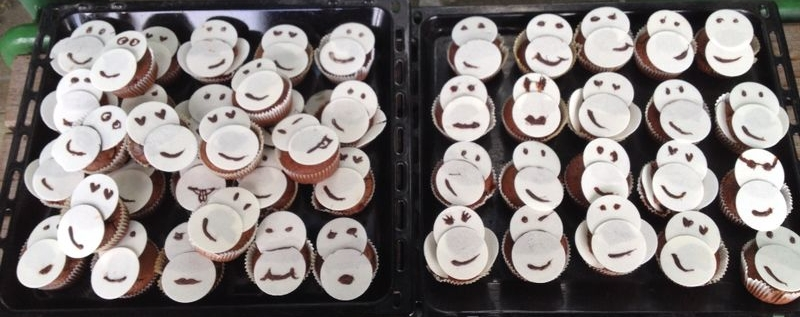 Monkey-Muffins with chocolate-banana flavour in return of donation