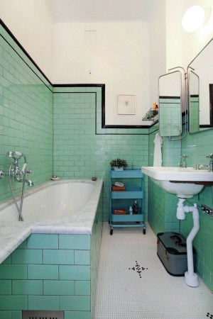 Vintage-Bathroom-1.jpg