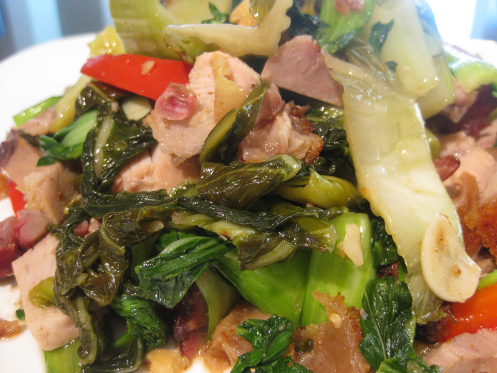 You can see all the ingredients here, the crispy pork, bok choy, sour cabbage, garlic, bell pepper. Yum!