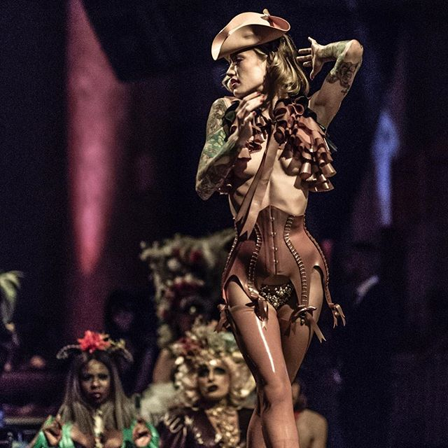 Our Bizarre Boudoir sail this Friday (featuring @artistmnyc, pictured) is completely sold out, but there are two more chances to sail away with us this season using code MBSCCBS18 for $39 tix exclusively at @manhattanbysail ⚓️ Photo @markshelbyperry from the @torturegardenlatex fashion show at TGNY 💗 #dancesofvice #torturegarden #torturegardenny #burlesquesail #bizarreboudoir #clippercity #manhattanbysail