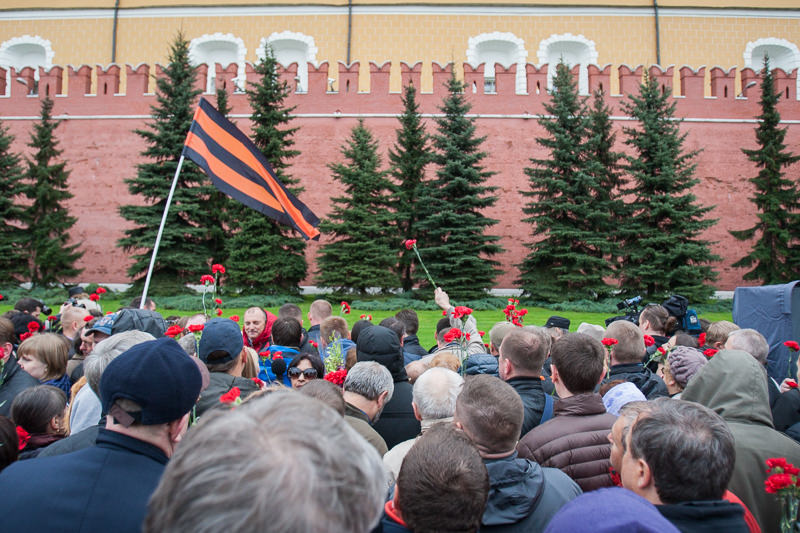 Траурная акция в Александровском саду в память о погибших на Украине