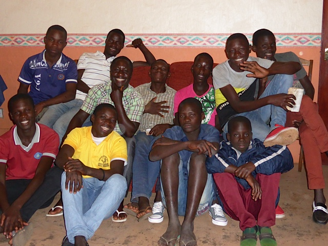 Some of the young men from Camundambala assembly who show great interest in spiritual things.