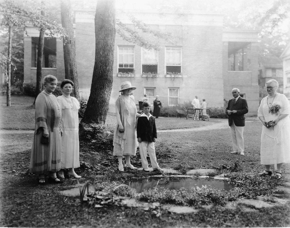 Addie Mae & Miller Family. 1929.