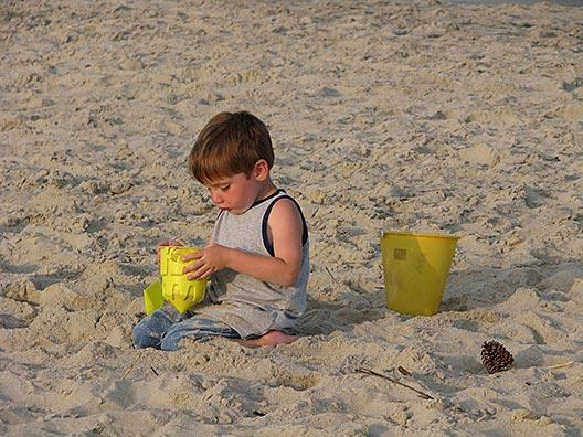 beach-387391_1280B.jpg