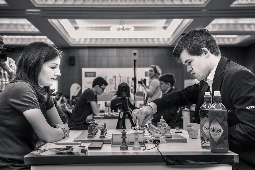 r_20151220_qatar_masters_r1_0075_magnus_carlsen_Nino_Batsiashvili.jpg