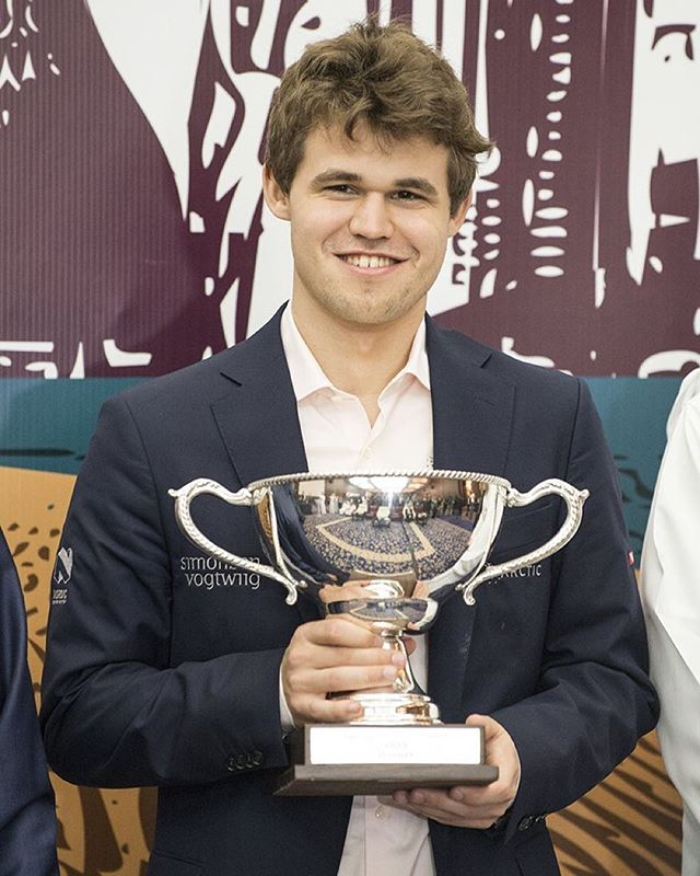 Round robin, knock out or a swiss open: @magnus_carlsen's superiority is such that regardless of the format he always get the trophy.  Photo: @davidllada #qatar_masters