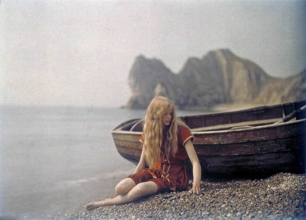 Christina O'Gorman photographed at Lulworth Cove in Dorset, 1913.