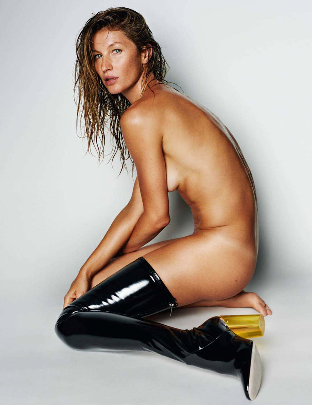 gisele-bc3bcndchen-by-mario-testino-for-vogue-paris-october-2015-9.jpg