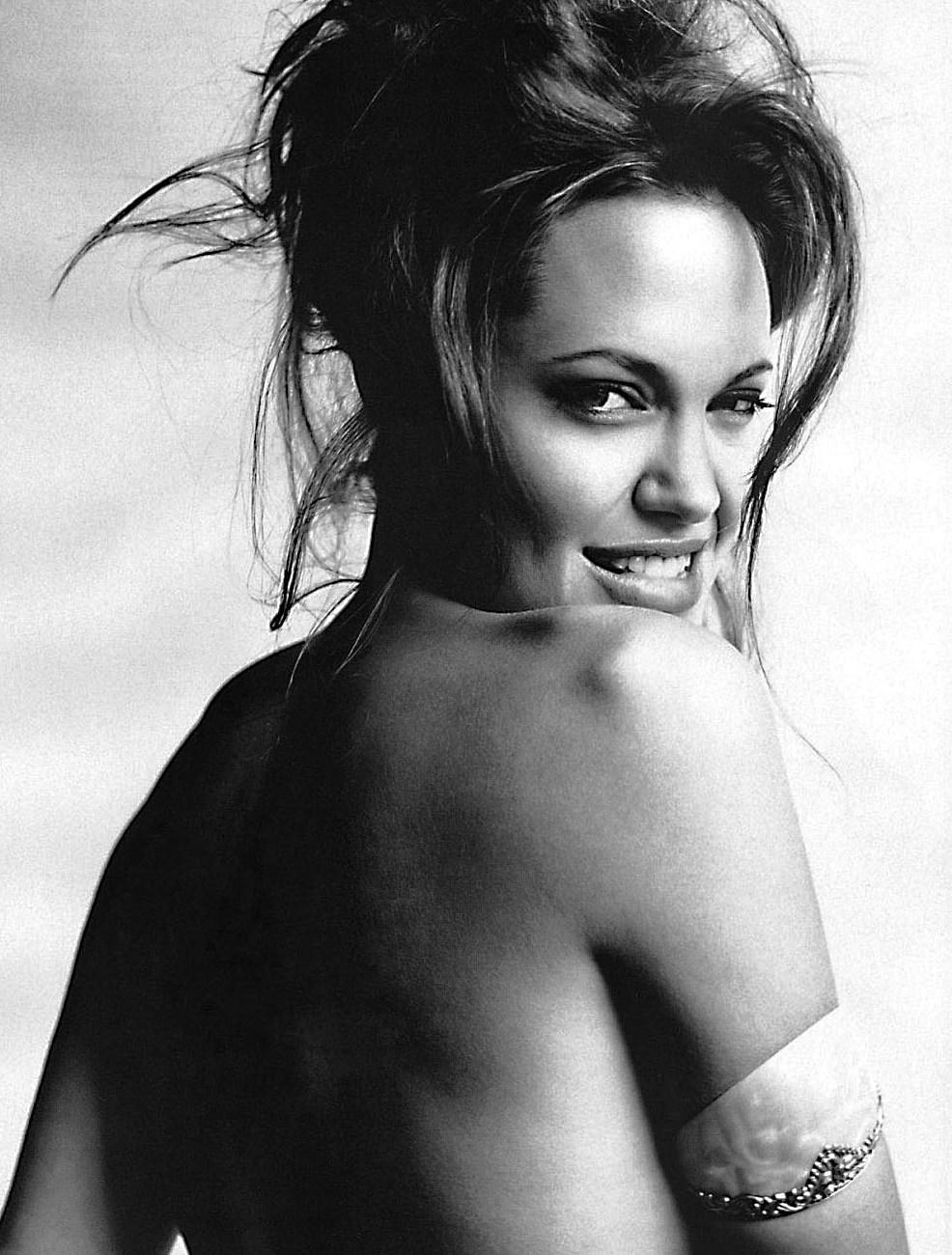 Mario-Testino-Angelina-Jolie-1.jpg