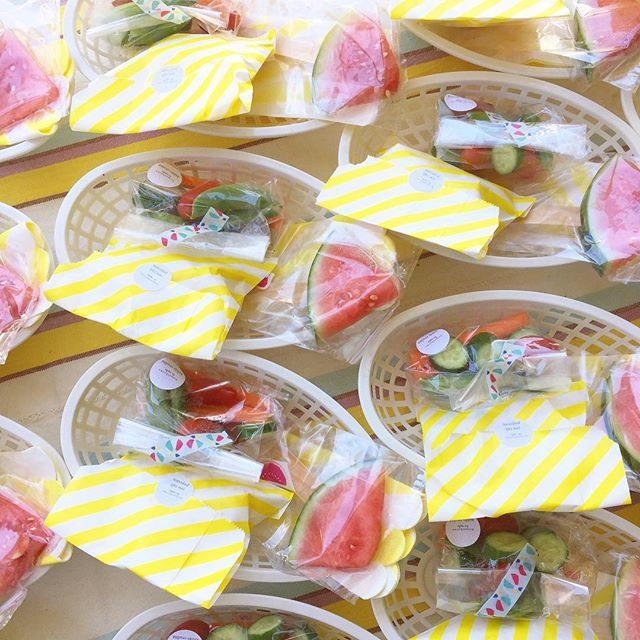 ultimate snack pack = watermelon on sticks + crudités with lemony avocado dip + sea salt popcorn 🙌🏻 #homethrowncatering