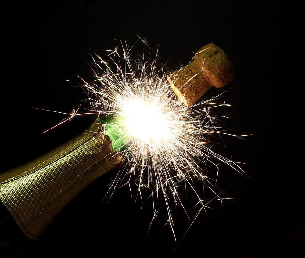 New-Years-fireworks-with-champagne-1385625884_45.jpg