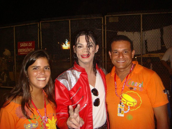 Ana and her step dad with a Michael Jackson impersonator at Rio's 2010 Sambrodomo.