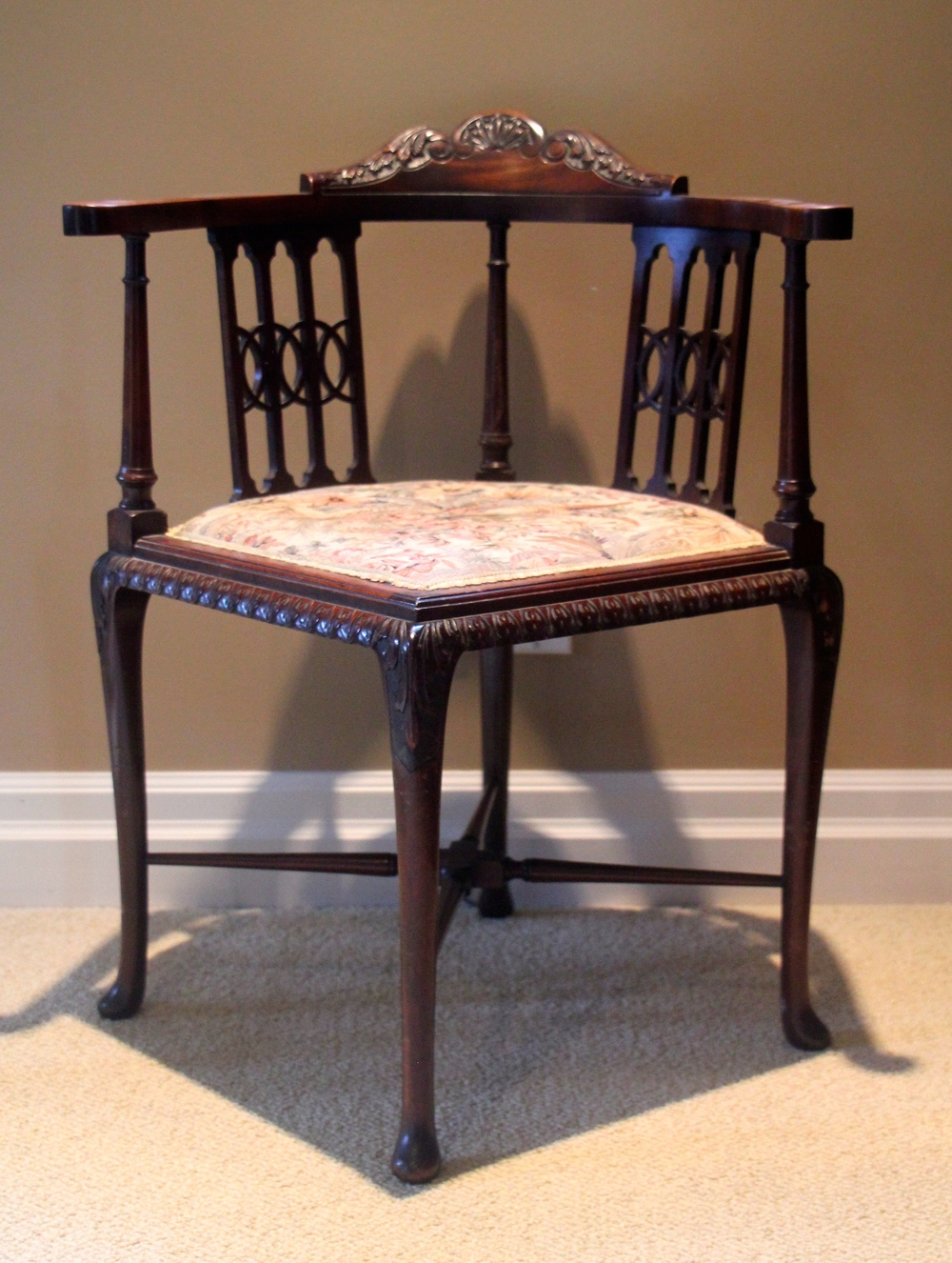 English Antique Corner Chair Or Roundabout Chair