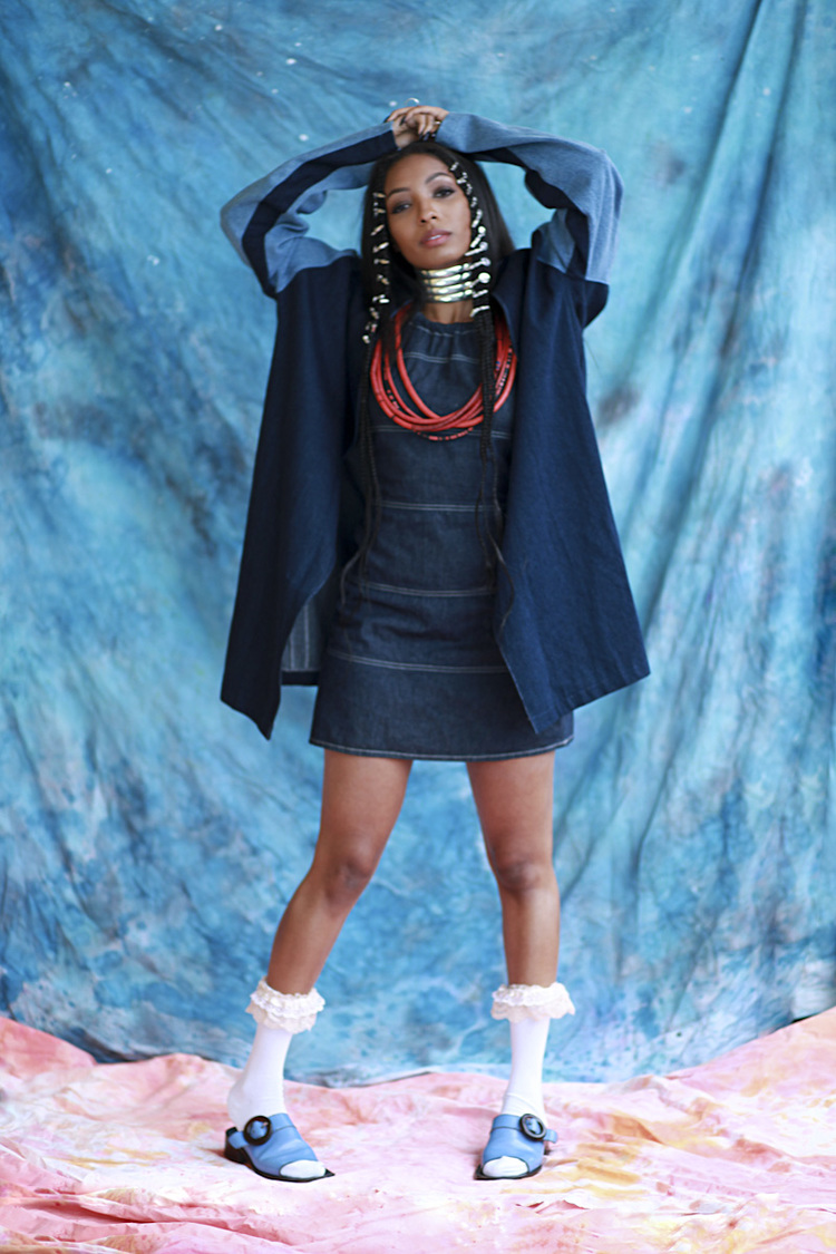 Wynter Gordon   (DENIM RAGLAN COAT)