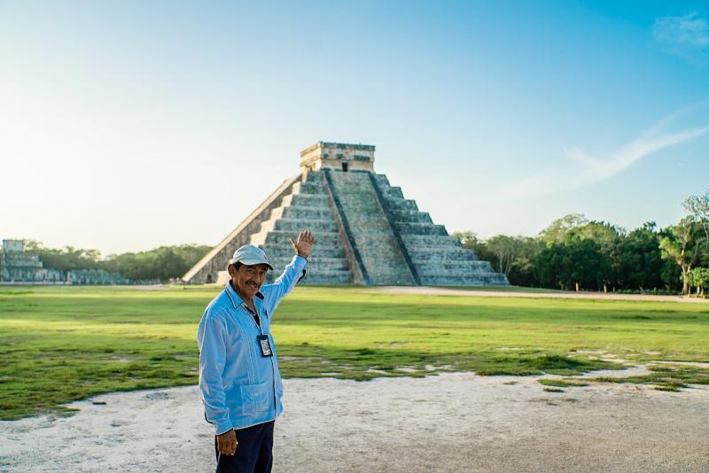 Victor - Sunrise Tour Guide Chichén Itzá. Private Tour.