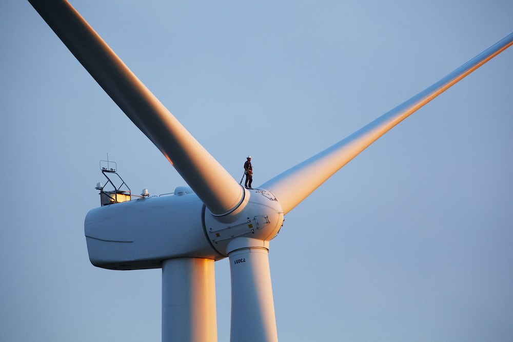 MAN_ON_TURBINE-058 1.jpg