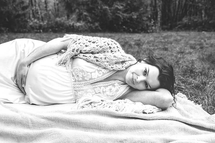 Seattle Editorial Maternity portrait - via Gaby Cavalcanti Photography