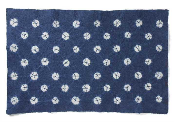 Papier Aizome- papier teint à l'indigo (ai/bleu) pouvant présenté des motifs divers.
