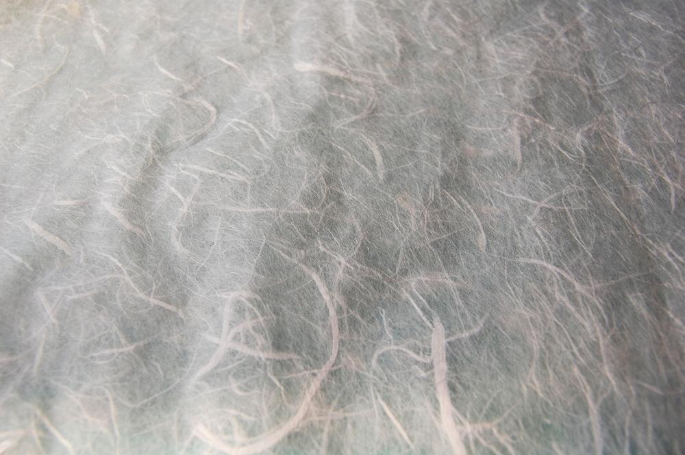 Papier Unryu- papier aux fibres de kozo (mûrier) apparentes.