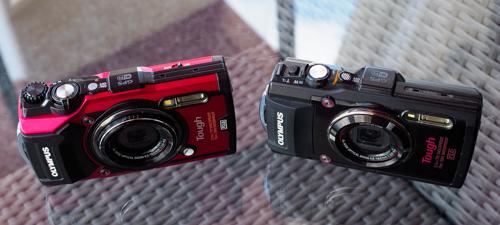 Vasemmalla TG-5 ja oikealla TG-4