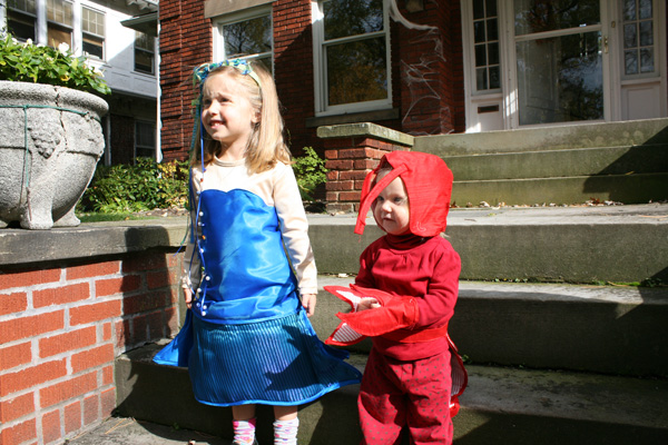 Evie and Wren Halloween