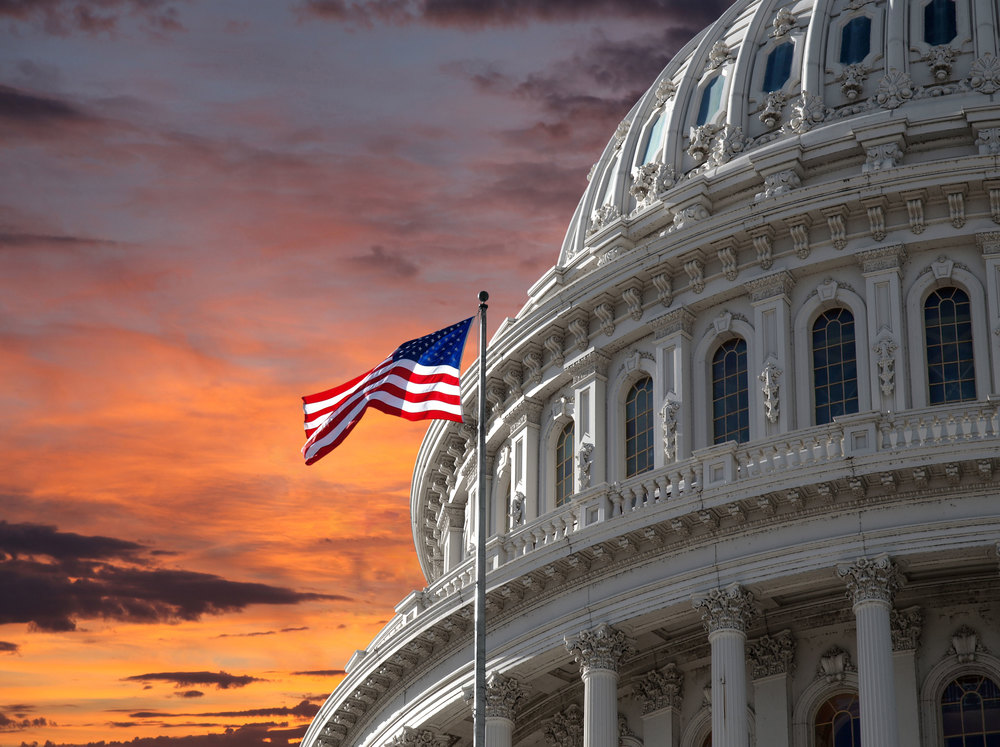 US_Capitol_At_Sunset_with_US_Flag.jpg