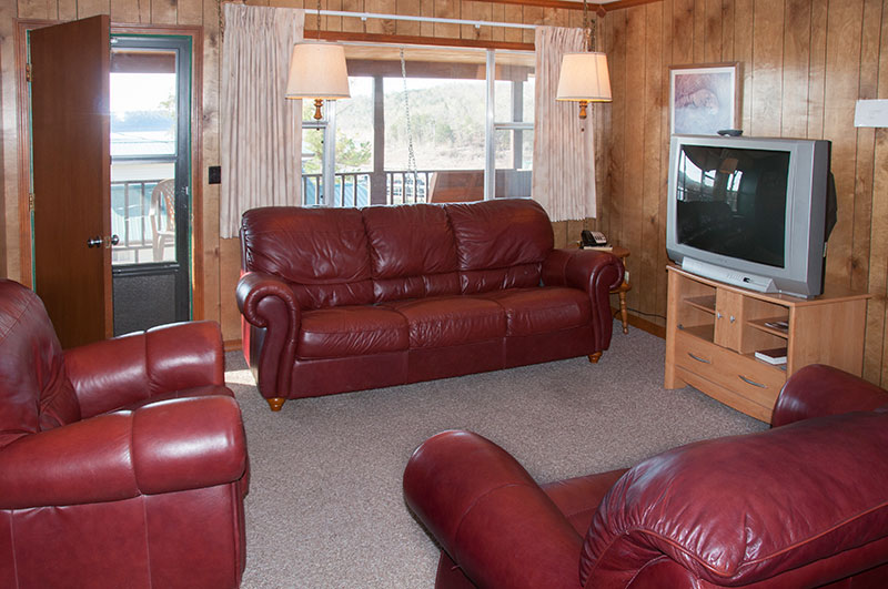 lake house rental in the Missouri Ozarks_living room