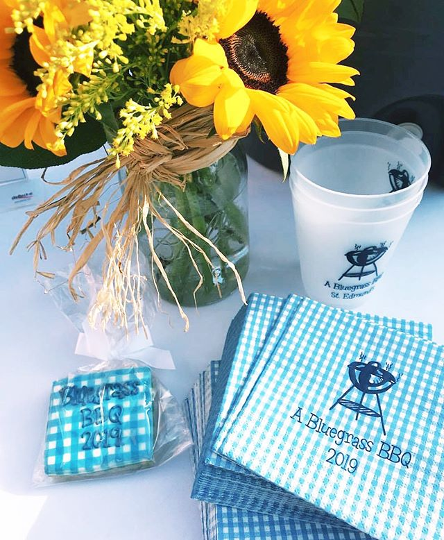 Personalized paper party supplies to fit the theme of any fiesta! 👖🐂🌼 Local Pasadenians - check out these two other Mom-Owned businesses (@boazbakes & @maryforrestflorist) when you are planning your next party! #themonogrammedhome #momownedbusiness #mothersdayweekend #partysupplies