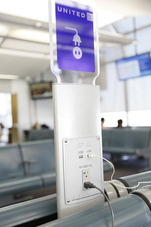 united-airlines-charging-station-304xx640-960-0-0.jpg