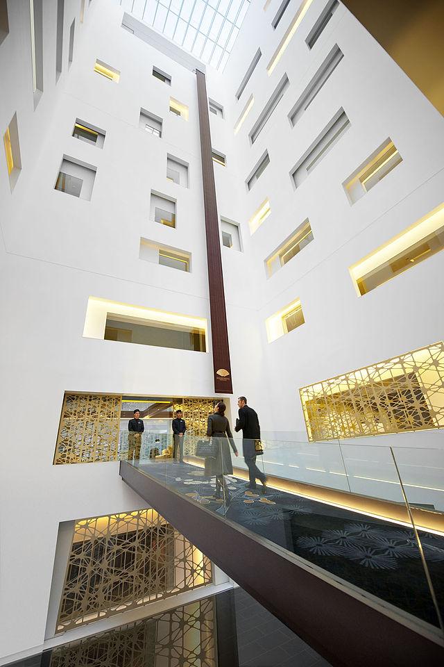 640px-Mandarin_Oriental_Barcelona_Entrance.jpg