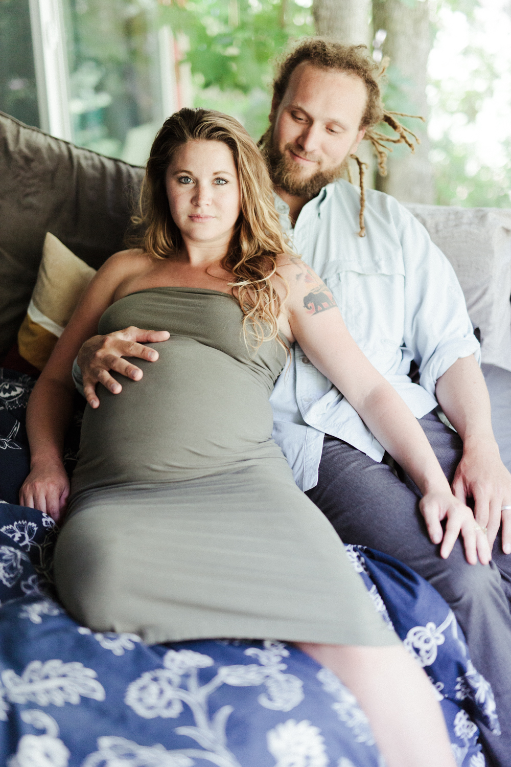 OGDEN RELAXED MATERNITY PHOTOGRAPHY