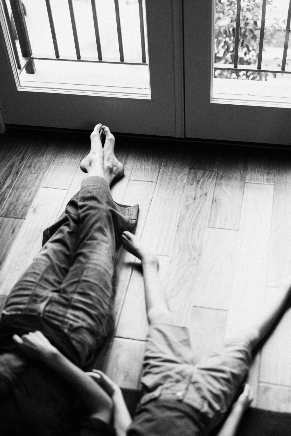 black-and-white-detail-photo-of-mom-and-son-feet-in-the-home-san-diego-california