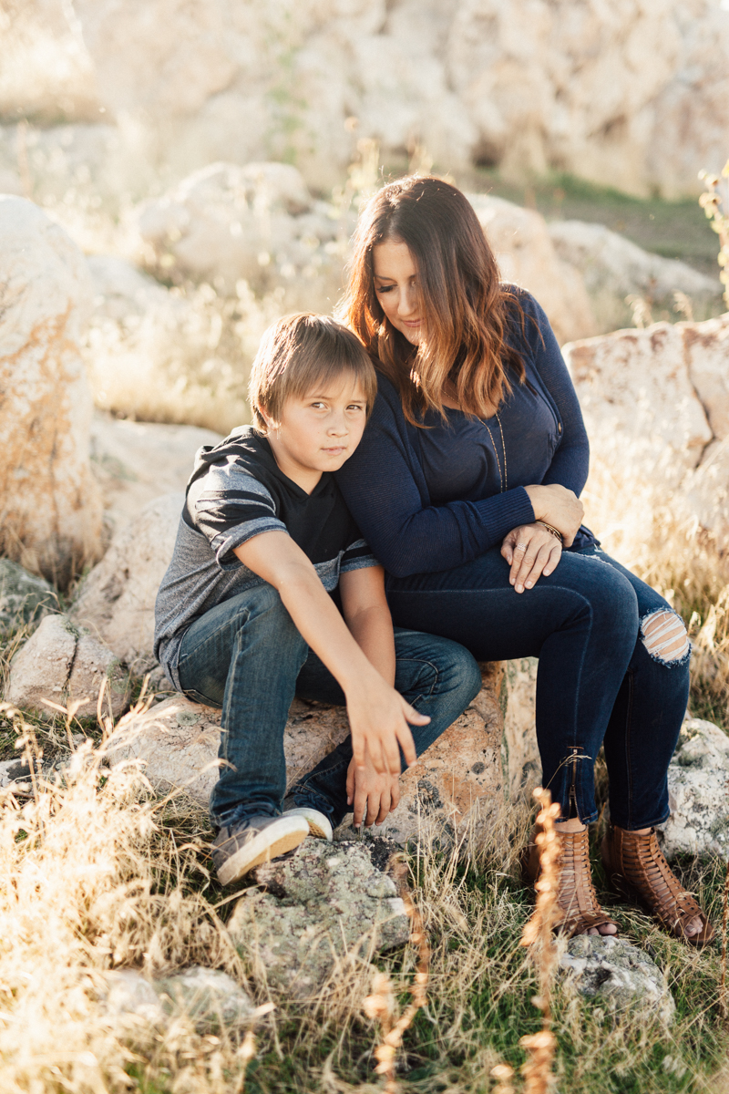 intimate-mother-and-son-moment-antelope-island-slc-utah