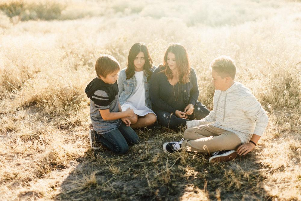 candid-family-photograph-antelope-island-slc-ut-jen-fairchild