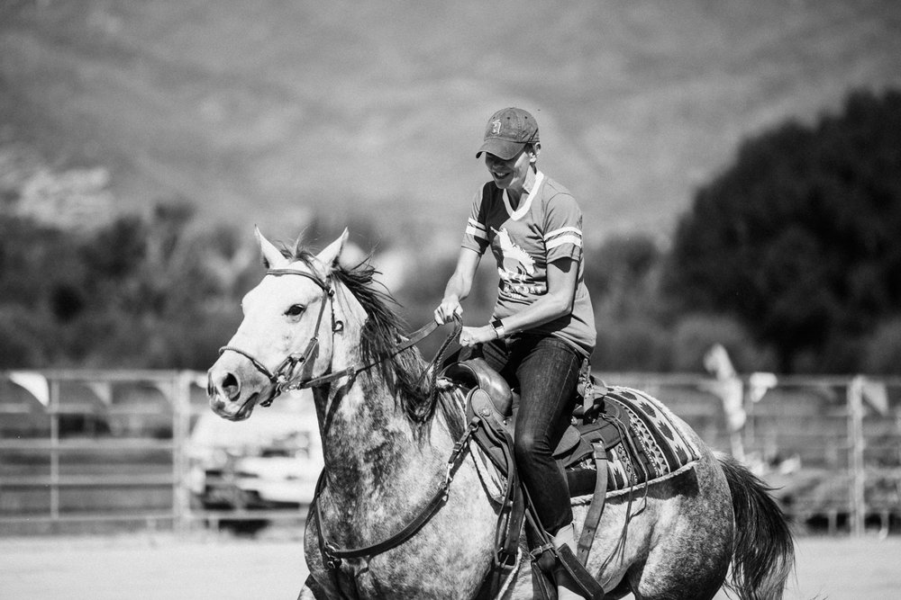 candid-photograph-of-woman-horseback-riding-at-legacy-ranch-heber-utah
