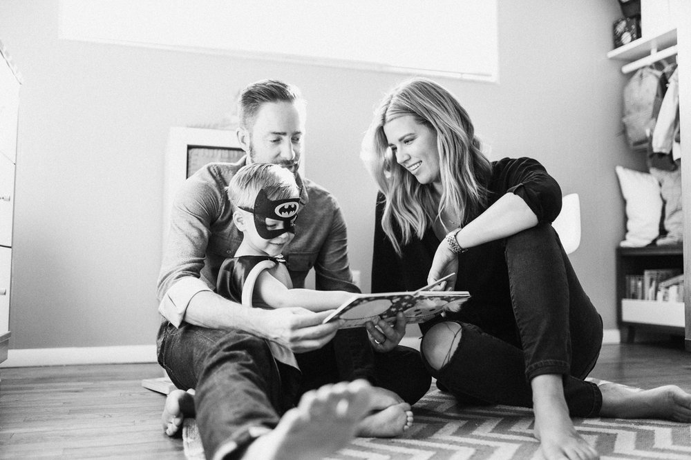 family-reading-book-at-home-family-photographer-holladay-ut