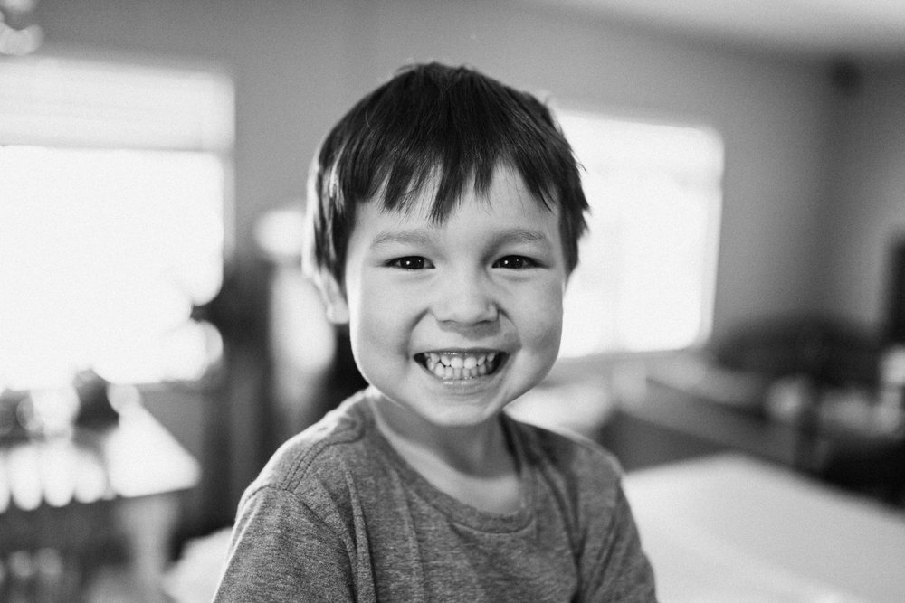 candid-and-raw-photo-of-smiling-boy-san-diego-ca