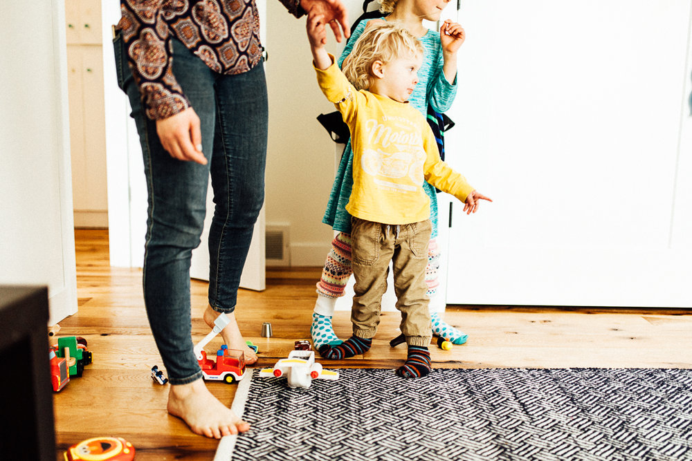 candid-and-natural-family-photos-at-home-new-york-nyc