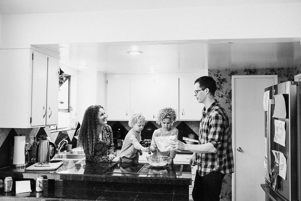 family-in-kitchen-at-home-lifestyle-photography-session-slc-utah