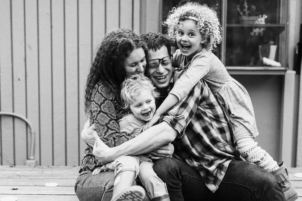 candid-black-and-white-family-photo-lifestyle-photography-by-jen-fairchild-new-york-nyc