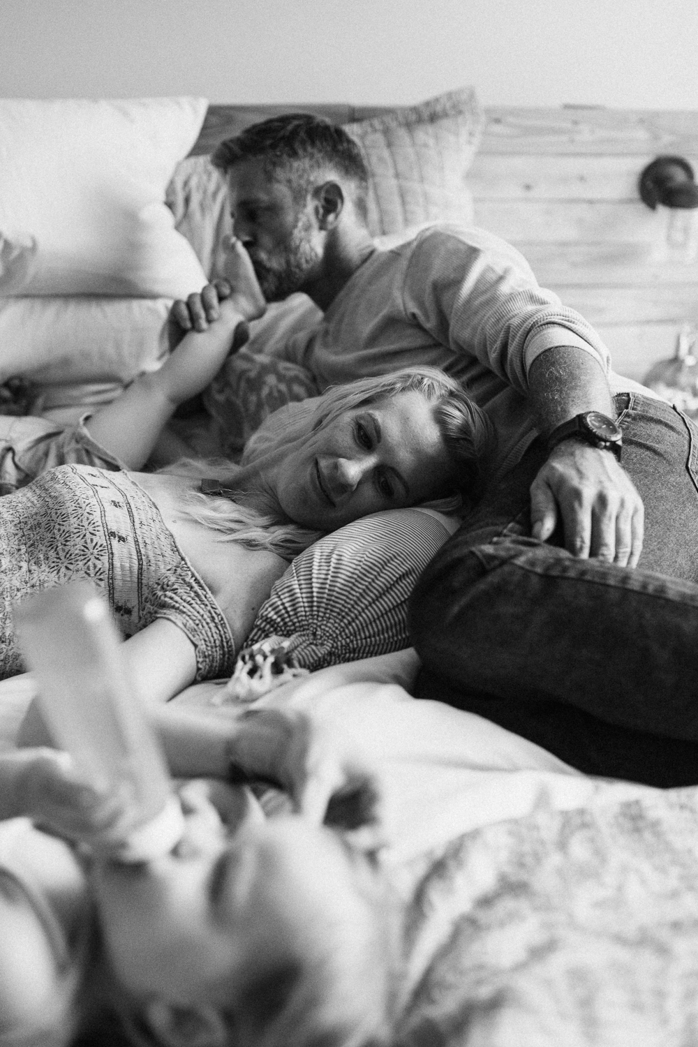 tender-and-intimate-photo-of-family-in-bed-during-at-home-lifestyle-session-with-jen-fairchild-sugarhouse-utah