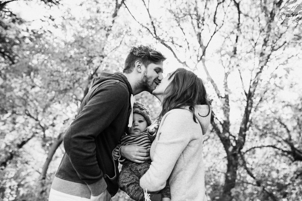 intimate-family-photo-druing-free-mini-session-with-jen-fairchild-photography-salt-lake-city-utah