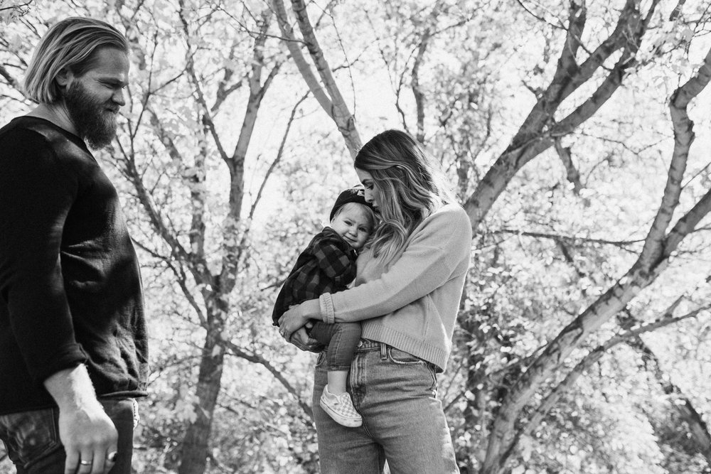 candid-and-intimate-black-and-white-family-portrait-with-jen-fairchild-photography-in-salt-lake-utah